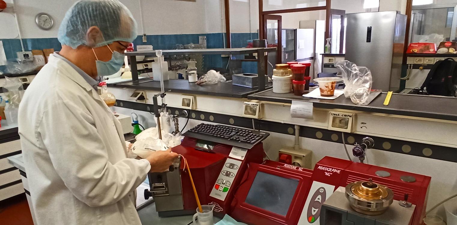 tecnologo alimentare Tarcisio Brunelli laboratorio